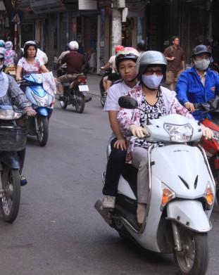 Saigon. 90% ruchu ulicznego to motory