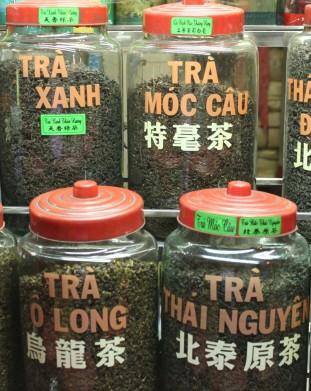 stragan z herbatą w hińskiej dzielnicy. Saigon