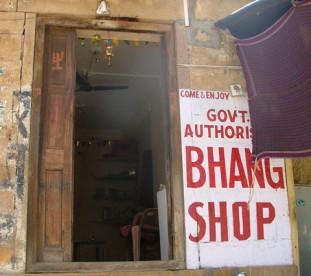 Bhang Shop - można kupic herbatę, ciastka a  nawet czekoladę z marihuaną. Sklep rządowy