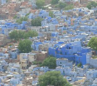 W forcie w Jodhpurze znajdują się liczne pałace oraz muzeum z eksponatami z czasów świetności Radżasthanu. Z fortu rozciąga się piękna panorama niebieskiego Jodhpuru.