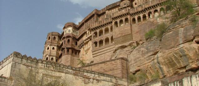 Jodhpur – jedno z najważniejszych miast stanu, zabytkowy ośrodek radżpucki. Zwiedzanie majestatycznego fortu Meherangarh, gdzie wciąż żyje maharadża