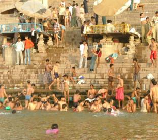 Waranasi – miasto boga Śiwy, nad świętą rzeką Ganges.