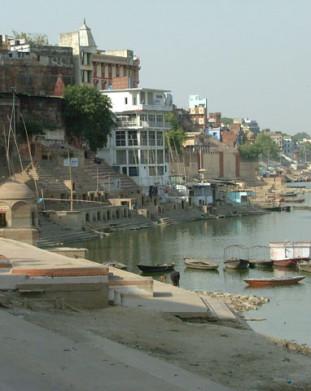 Waranasi, ghatt – święte schody nad brzegiem rzeki Ganges