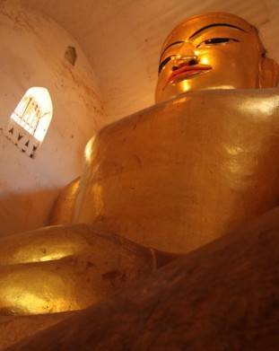 Bagan - Manuha pagoda - wielki posąg Buddy