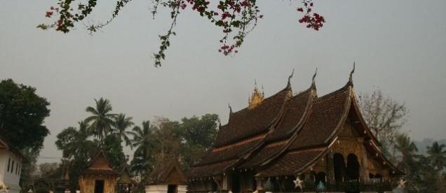 Luang Prabang, przepięknie zdobiony kompleks królewskich świątyń Wat Xieng Thong