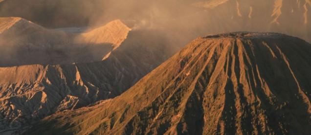 Kaldera Bromo po lewej