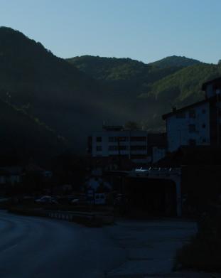 Srebrenica, widok na miasteczko, droga z Potočari