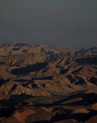Mitzpe Ramon, największy na Ziemi krater powstał w wyniku erozji.