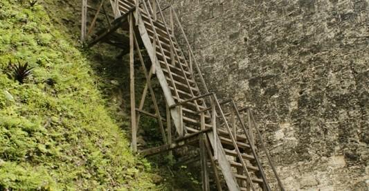 Tikal wejśie na piramidę