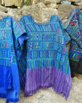 Panajachel – regionalne koszule, zwana huipil