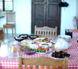 Śniadanie w Nazarecie.