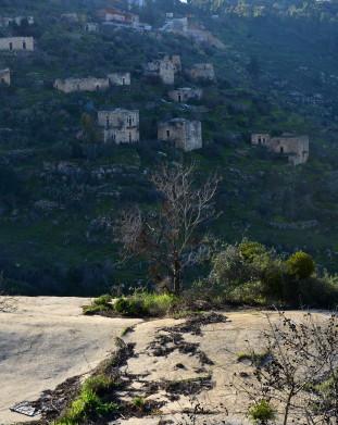 Lifta, niegdyś jedna z najbogatszych arabskich wiosek, obecnie opuszczony teren, będacy pół-oficjalnie rezerwatem przyrody.