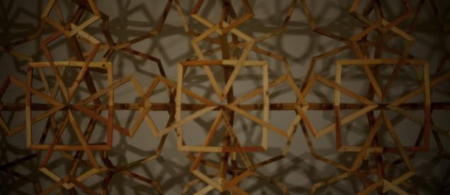 Instalacja inspirowana arabeską/ Mahmood Kaiss.