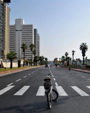 W święto Jom Kippur (Sądny Dzień) nawet w Tel Awiwie ustaje wszelki ruch samochodowy.