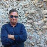Robert Sulkiewicz z pochodzenia Tatar, z zamiłowania filmowiec , mistrz gotowania i podróżnik. Pilot Om Tramping Klub zabiera Ciebie do Birmy i Indii.