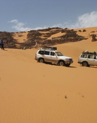 Tuaregowie nazywaja Toyoty 4x4 japonskimi dromaderami - przez Sahare z om tramping klub