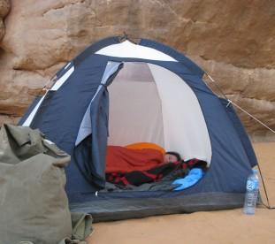 Na Saharze nie ma hoteli. Rozbijamy namioty i szykujemy sie do dnu - Algieria z Om Tramping Klub