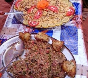Typowa kolacja na Saharze w Algierii - om tramping klub