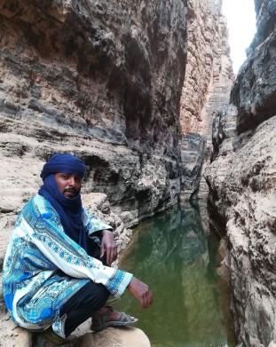 Nasz tuareski przewodnik podczas odpoczynku - om tramping klub